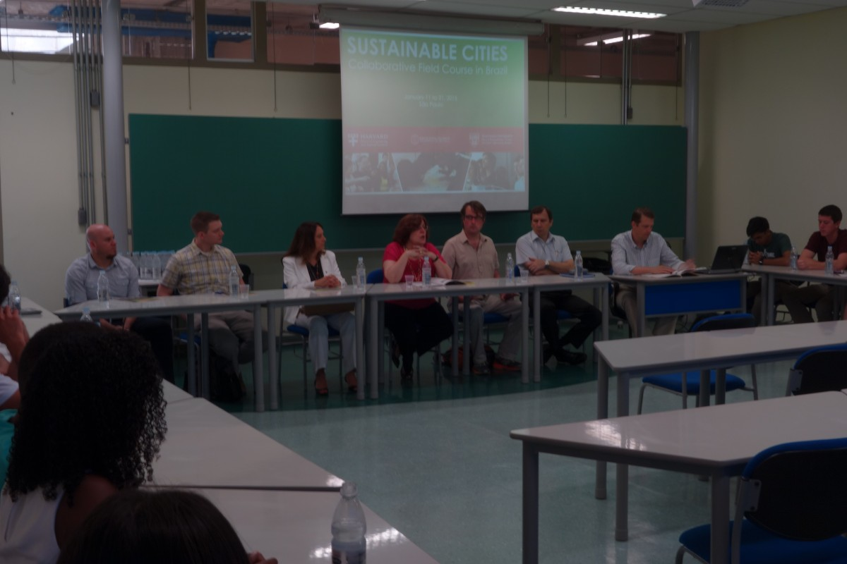 Pictured at the front table are each of the faculty who organized and led the course, in a classroom in Poli-USP